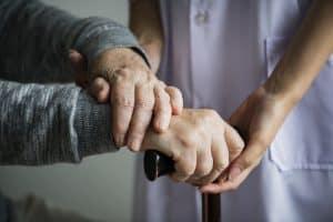 מתי זכאים למטפלת סיעודית