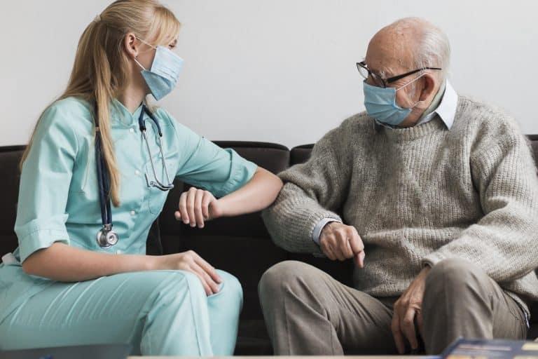 מדריך לבחירת מטפלת לקשישים